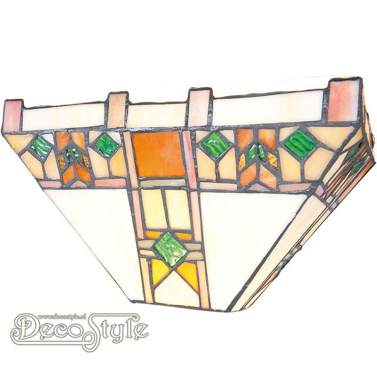 Tiffany Wandlamp Aada  Een bijzonder mooie wandlamp. Helemaal met de hand gemaakt van echt Tiffanyglas. Dit originele glas zorgt voor de warme uitstraling. Met 1x kleine fitting (E14). Afmetingen: Hoogte: 17 cm Diepte: 13 cm Breedte: 30 cm