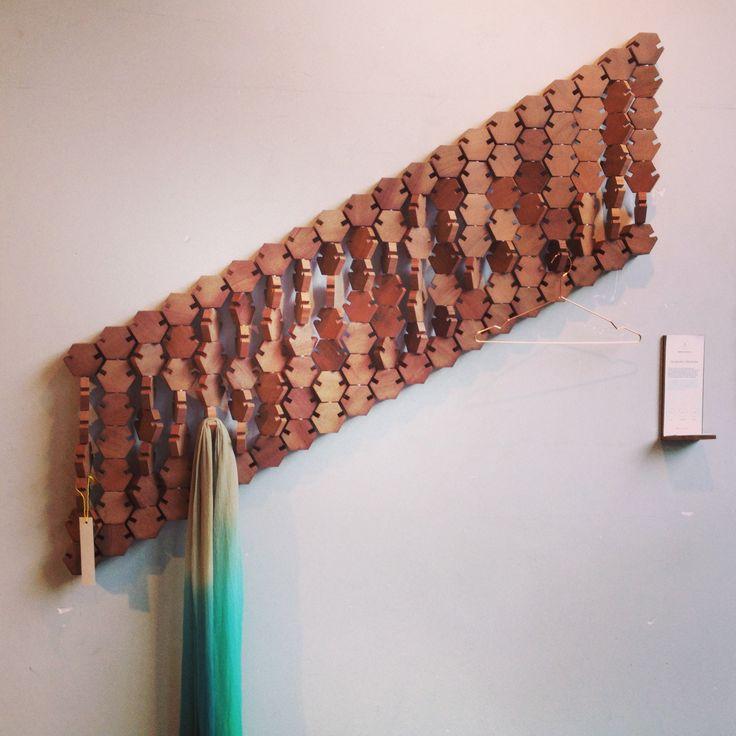 Dutch Design Week (DDW) Eindhoven - Briljante Kapstok! - Stilistisch & functioneel. Een kunstwerk voor aan de muur.