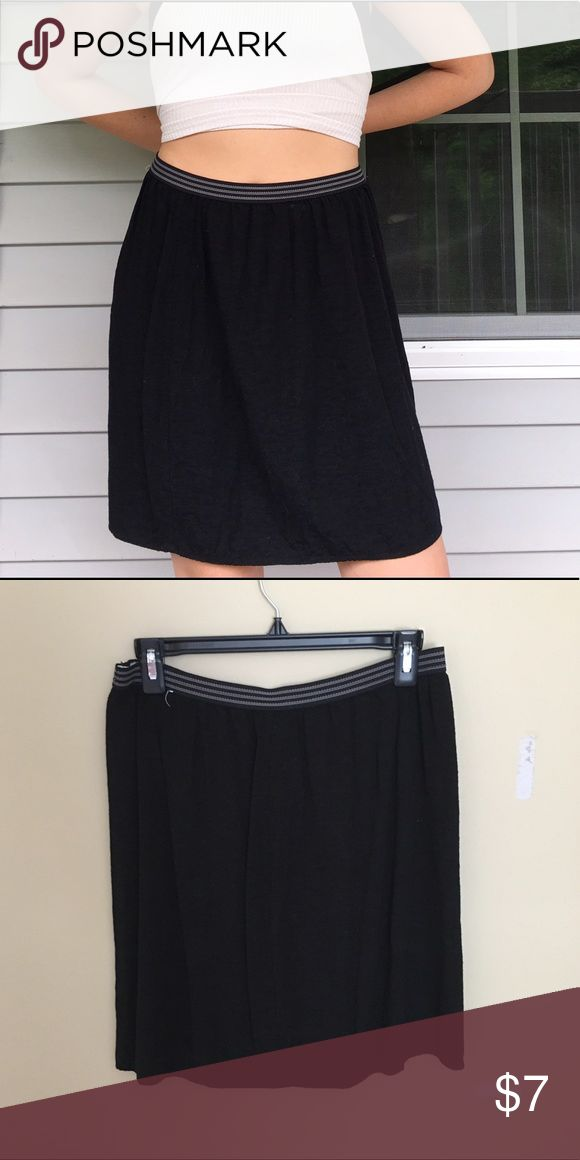 """Old Navy Black Skirt 🖤 A simple black skirt from Old Navy! It has an elastic waistband so it looks great on any figure. It also pairs really nicely when tucking in a shirt or wearing it more as a """"high waisted"""" look. (It is not tight like a pencil skirt, a little more flowy). ***Length Note: I am about 5'6 and it comes right above the knee 🖤🖤 Old Navy Skirts Midi"""