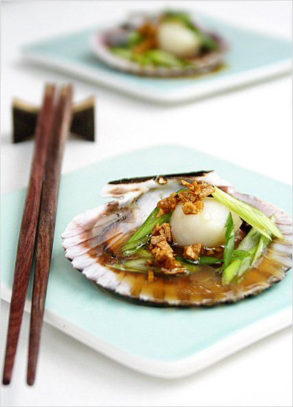 Steamed Scallops with Soy Sauce and Garlic Oil Recipe: Anyway, to preserve the most original flavors of these scallops, I opted to steam them with the simplest of ingredients: soy sauce and garlic oil. Succulent, sweet, and delicious…