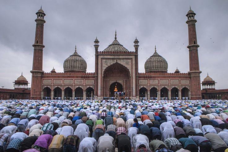 https://flic.kr/p/AtknVX | EID Namaz at Jama Masjid | Morning EID Namaz at Jama Masjid, New Delhi, India