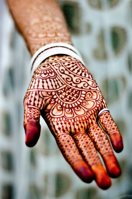 Photo and henna design by B.Bubble