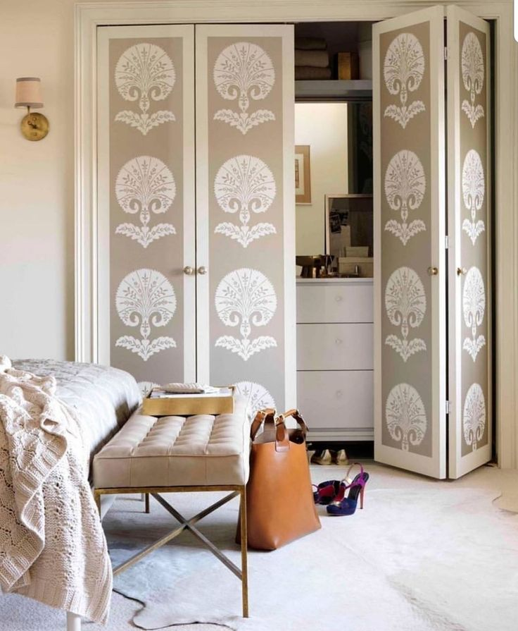 bedroom doors closet door pretty accordion boudoirs shannon bedrooms smith interior folding bifold schumacher источник wizardry походження піна