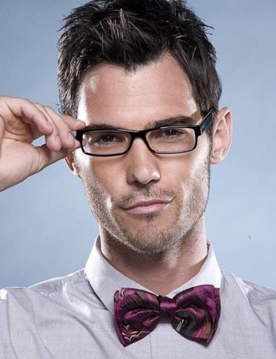 Wears Who Hookup Guy Glasses A