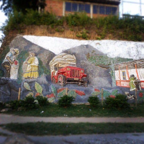 Barranquismo hecho en honor al Yipao tipico de la region en Montenegro, Quindio. Foto http;//instagram.com/frederick_duran