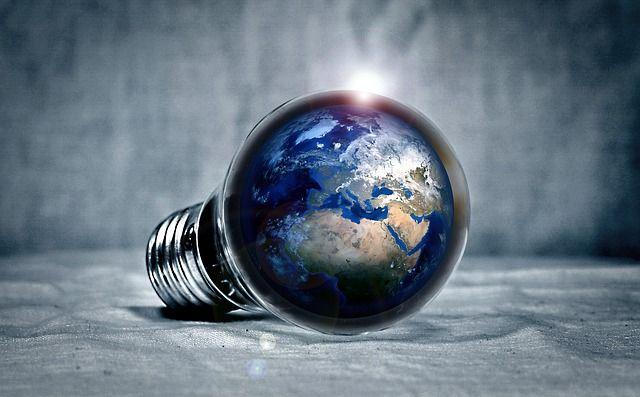 LED Lampen – welche Vorteile haben sie? - Die herkömmlichen Glühbirnen wurden längst durch die Energiesparlampen ersetzt, doch als Leuchtmittel der Zukunft gelten auf jeden Fall die LED Lampen, vor allem von namhaften Herstellern wie Osram. Nachfolgend erfährst du, welche Vorteile sie haben, wofür sie sich eignen und wie viel Geld du durc - #Haushaltstipps #Männermagazin #derneuemann