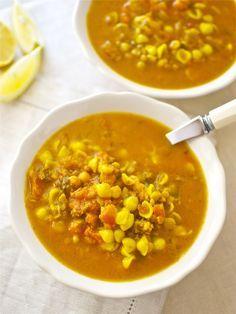 La famosa harira es una sopa de Marruecos muy elaborada y especiada, que normalmente se sirve como plato único en el Ramadán o en grandes celebraciones. Es un plato muy contundente, al que se le suele añadir pasta y arroz para hacerla más nutritiva. Para prepararla puedes usar carne de cordero, aunque preferimos la ternera …