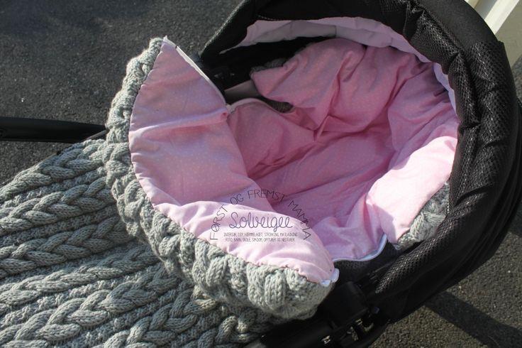 Hjemmestrikket vognpose med dundyne. Denne var bare vakker - kommer nok ikke til å lage den, men bare å se den var en glede