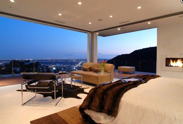 Homesthetics Matthew Perry Bachelor Pad Luxuriöses Schlafzimmer