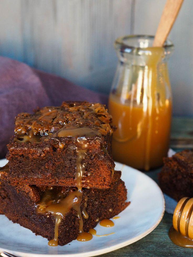 Denne episoden av Idas Friselser handler om brownies. Jeg lager både klassiske brownies med en utrolig god karamellsaus, men også blodies som er den blonde venninnen til brownies. Lyse brownies med hvit sjokolade. Så det er bare å lene seg tilbake, skru på TV6 kl. 19.00 i kveld å kose seg med denne sjokolade-episoden. Eller …