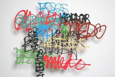 Actualité / Miriam Londoño graffe avec du papier  / étapes: design & culture visuelle