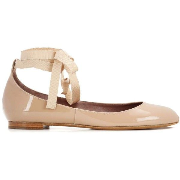 Tabitha Simmons Daria Patent Leather Ballerinas ($480) ❤ liked on Polyvore featuring shoes, flats, patent leather ballet flats, patent ballet flats, nude shoes, ballerina shoes and patent leather ballerina flats
