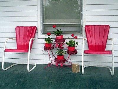 Metal chairs, wood floor porchVintage Chairs, Metals, Gardens Furniture, Lawns Furniture, Porches Furniture, Vintage Metal, Gardens Chairs, Old Chairs, Front Porches