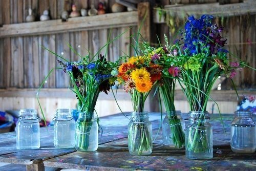 There's just something about mason jars that always gets me.  Loving the wildflowers too.Crafts Ideas, Home Ideas, Old Jars, Flower Pots, Fresh Flower, Gardens Crafts, Jelly Jars, Mason Jars, Satisfied Splurge
