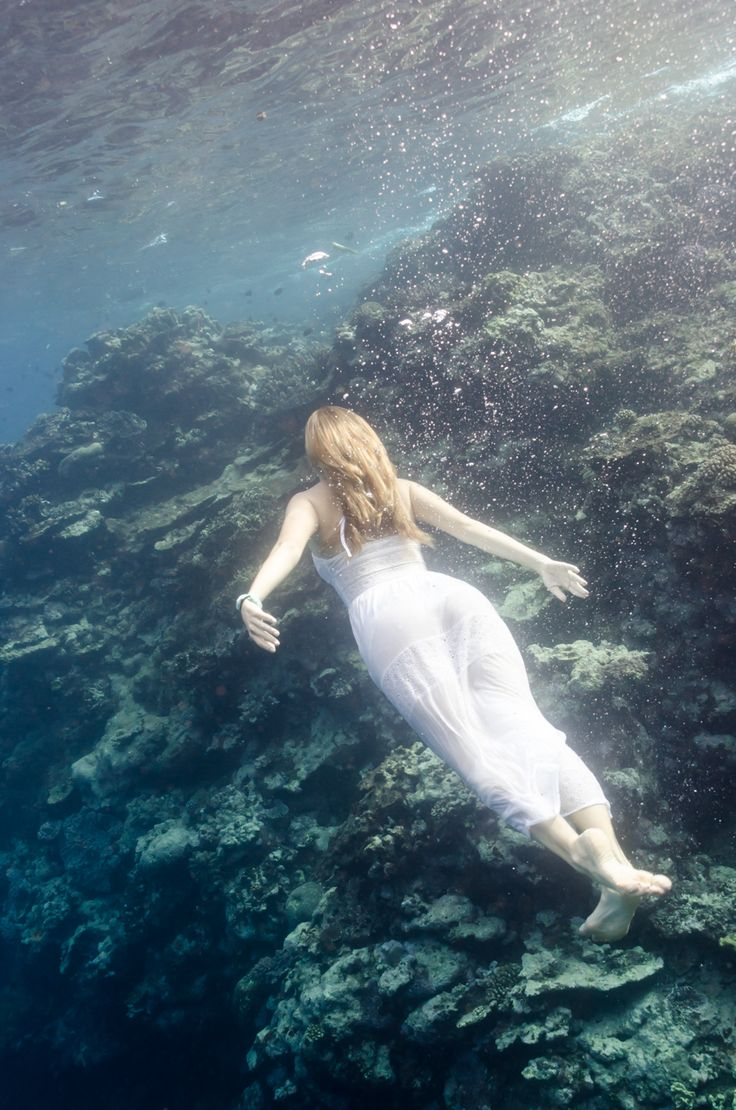 #trashthedress #weddingphotography #vanuatu Underwater Trevor