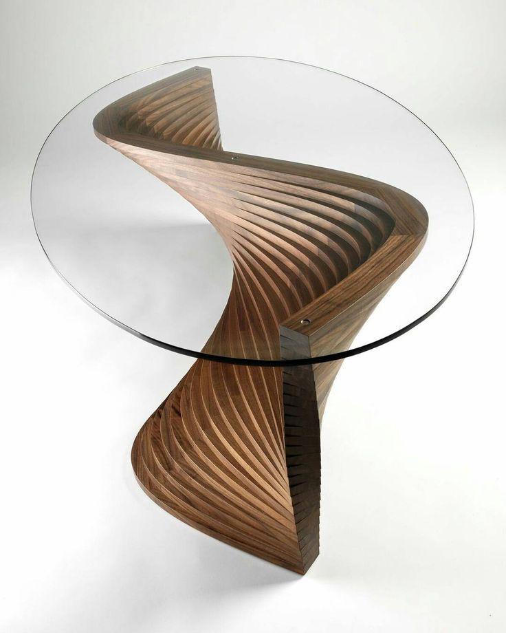 Mesa Woody Wooden design, em madeira esculpida e tampo em vidro transparente.
