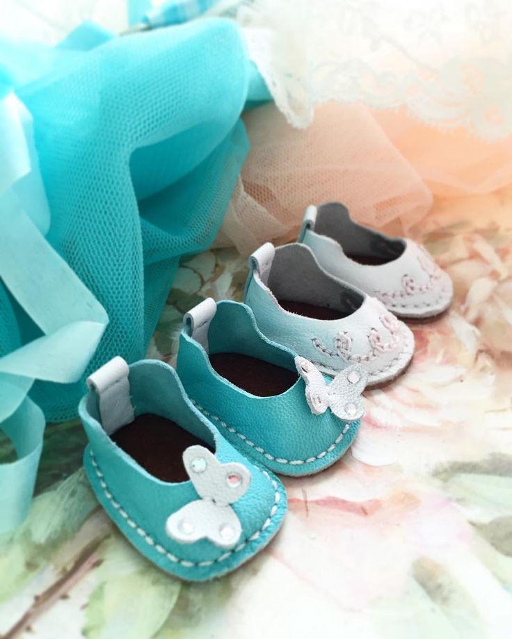 Наталья в Instagram: «Я #обувнойманьяк 🙈#handmade #обувьдлякукол #обувьизнатуральнойкожи #одеваюкуклу #кукла #подарокручнаяработа #купитькуклу #куклаизткани…»