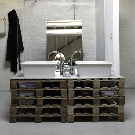 119 best ma maison ludique la palette en folie images on for Bathroom ideas made from pallets