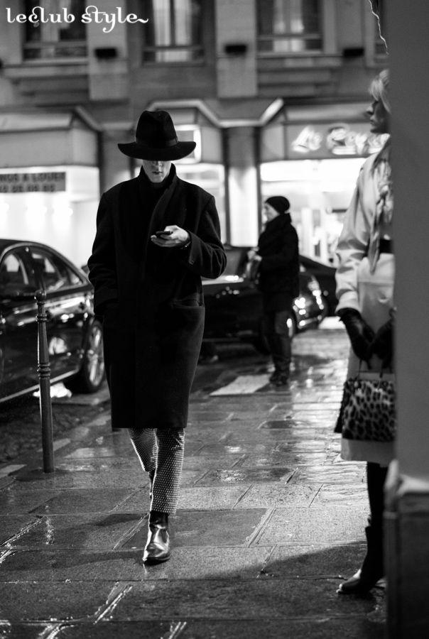 Menswear Street Style by Ángel Robles. Elegance after Valentino show, Paris Fashion Week.
