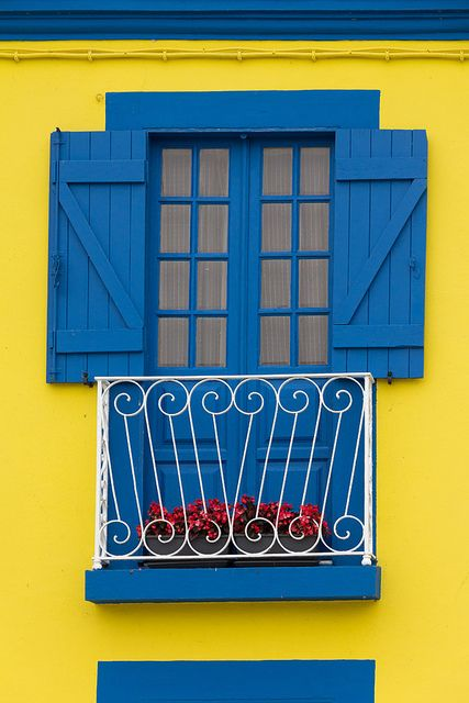 Aveiro teaditional architecture and colors #Portugal
