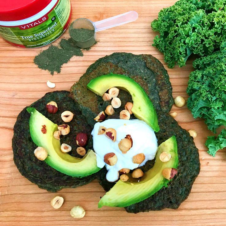 Op zoek naar een echt after workout recept? Deze pannenkoeken zijn super gezond en zeer voedzaam. Gevuld met boerenkool, kokoswater, boekweit en superfood!