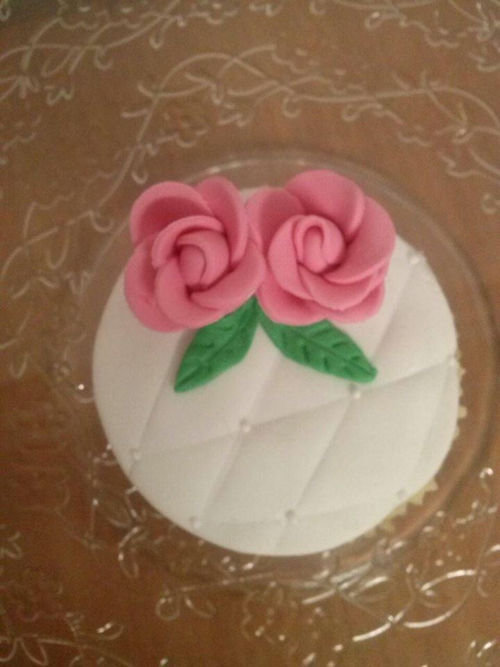Cupcake acolchado con preciosas rosas