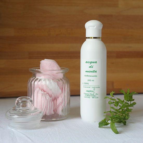 Acqua aromatica di menta, rinfresca la tua pelle in estate