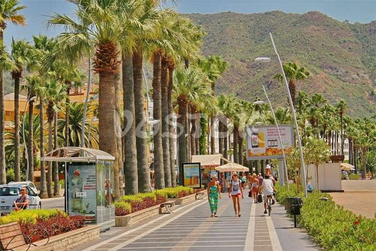 Marmaris seaside pedestrian street http://www.traveltofethiye.co.uk/explore/attractions/marmaris-icmeler-resort/
