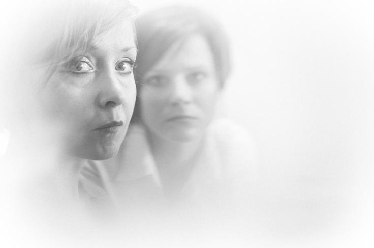 Teatr Kreatury. KOBIETA JAKO POLE BITWY. Spektakl w przygotowaniu. Anna Kukułowicz (OTL) i Ewa Pawlak. Fot. Przemek Wiśniewski