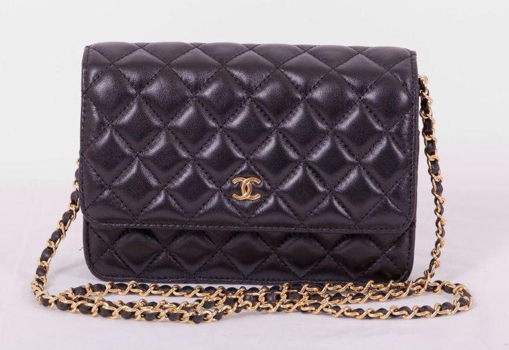 Сумка Chanel mini WOC черная с золотой фурнитурой