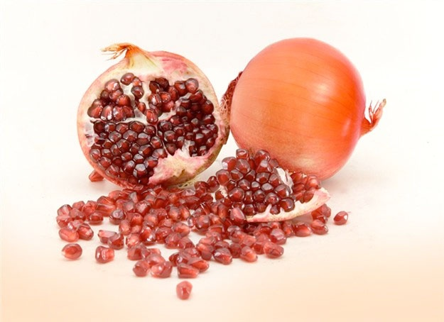 http://zipmanipulation.wordpress.com/  #hybrid #fruit #pomegranate #onion