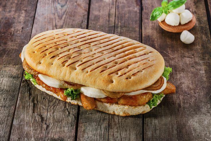 Hol Dir italienisches Flair in Deine Küche, mit hausgemachten Panini! Frisches Brot und leckerer Belag, was will man mehr? Entdecke die besten Rezepte.