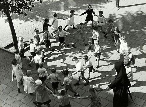 Speelplaats van een Rooms-Katholieke school / Schoolyard of a Roman Catholic school | Flickr - Photo Sharing!