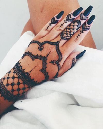 #mehendi #tattoo #handtattoo #bollywood #mehenditattoo #india #indiantattoo #henna #hennatattoo #nails #manicure