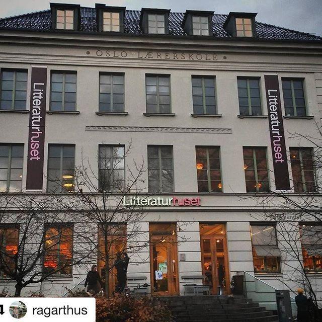 Helt enig. Literaturhuset er ikke bare lesestoff. Treff dine venner her neste gang for en kopp kaffe. #reisetips #reiseblogger #reiseliv ************************ #Repost @ragarthus with @repostapp ・・・ #Litteraturhuset ~ en Oslofavoritt! Mange muligheter h