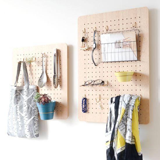 引っ掛けるだけの簡単DIY!「有孔ボード」で見せる収納。