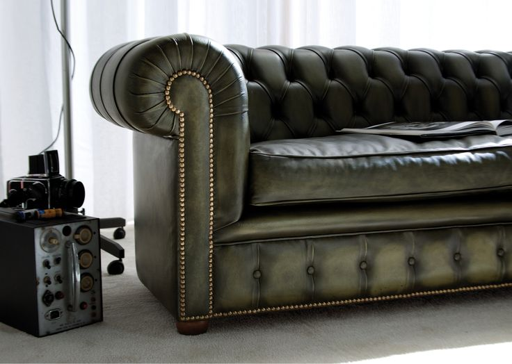 les 25 meilleures id es de la cat gorie chaise de chesterfield sur pinterest fauteuil vert. Black Bedroom Furniture Sets. Home Design Ideas