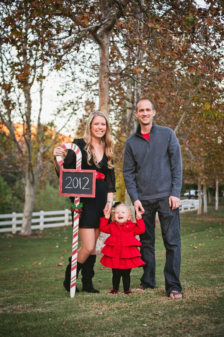 Outdoor Family Christmas Pictures Ideas