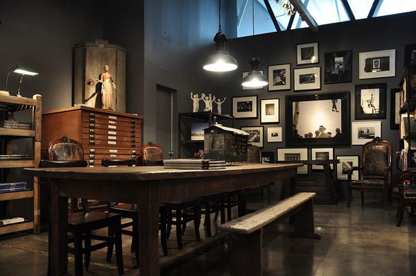 Dark Interiors, Dining Room, Studios Spaces, Offices, Grey Wall, Workspaces, Photos Display, Pictures Wall, Dark Wall
