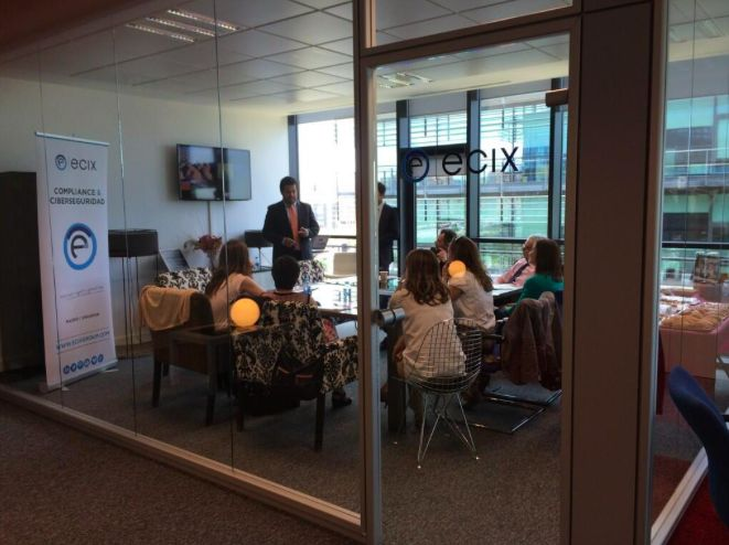 eBrunch organizado en las instalaciones de Ecix Group el 5 de junio en el que Adolfo Hernández y Henry Velásquez explican a los asistentes los 'Do´s & Dont´s' de la gestión de incidentes de seguridad ('Compliance').