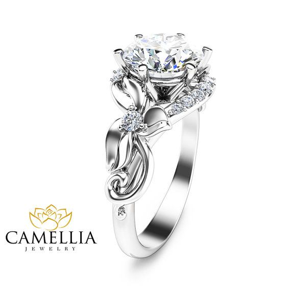 Unieke 2 karaat Moissanite Ring bloemdessin door CamelliaJewelry