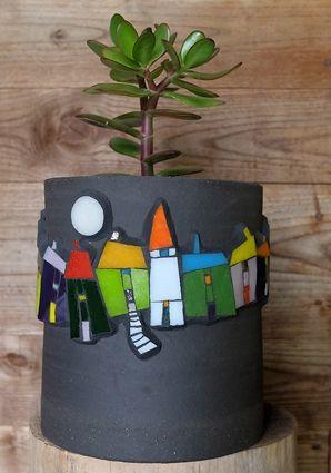 Pâte de verre Albertini sur cache-pot en terre noire chamottée, by Michelle Combeau (France)