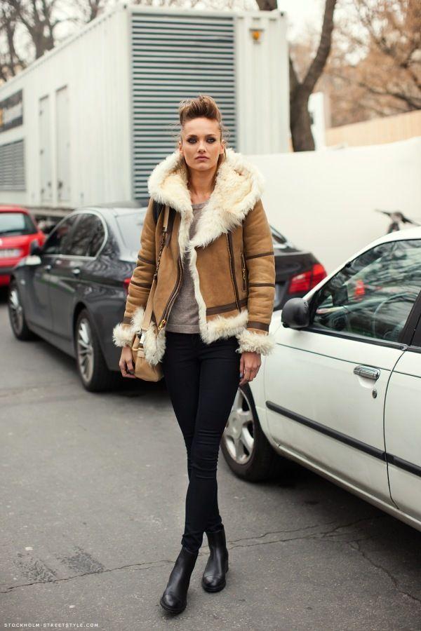 Sherling – model karmen pedaru, sherling coat, black pants, street style