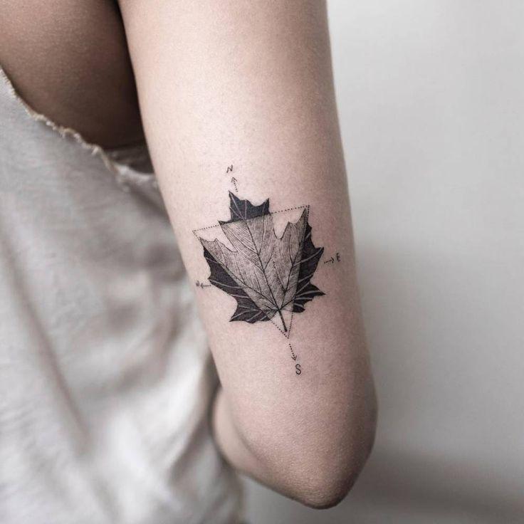 Maple leaf and compass tattoo on the back of the right arm. | tattoo | Tatuajes minimalistas, Tatuajes pequeños y Tatuajes de rosas