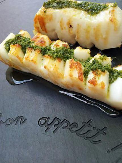 Recette de Lamelles de seiche à la plancha au beurre d'ail persillé