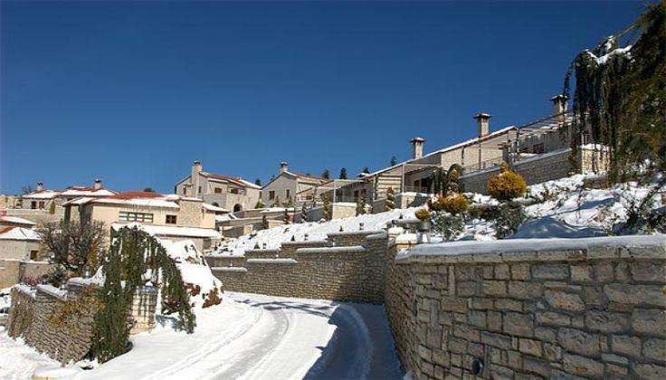 Χριστούγεννα, Πρωτοχρονιά ΚΑΙ Φώτα στο 4 αστέρων Castle Resort, στα Καλάβρυτα! Απολάυστε 4 ημέρες / 3 διανυκτερεύσεις ΚΑΙ για τα 2 Άτομα ΚΑΙ ένα Παιδί έως 5 ετών σε Junior Suite με Τζάκι, Ευρύχωρο Μπαλκόνι και Πλούσιο Πρωινό, μόνο με 370€ από 740€ ( Έκπτω
