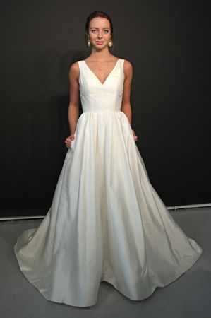 This Heidi Elnora v-neck wedding dress has POCKETS! (Photo: Robert Mitra)