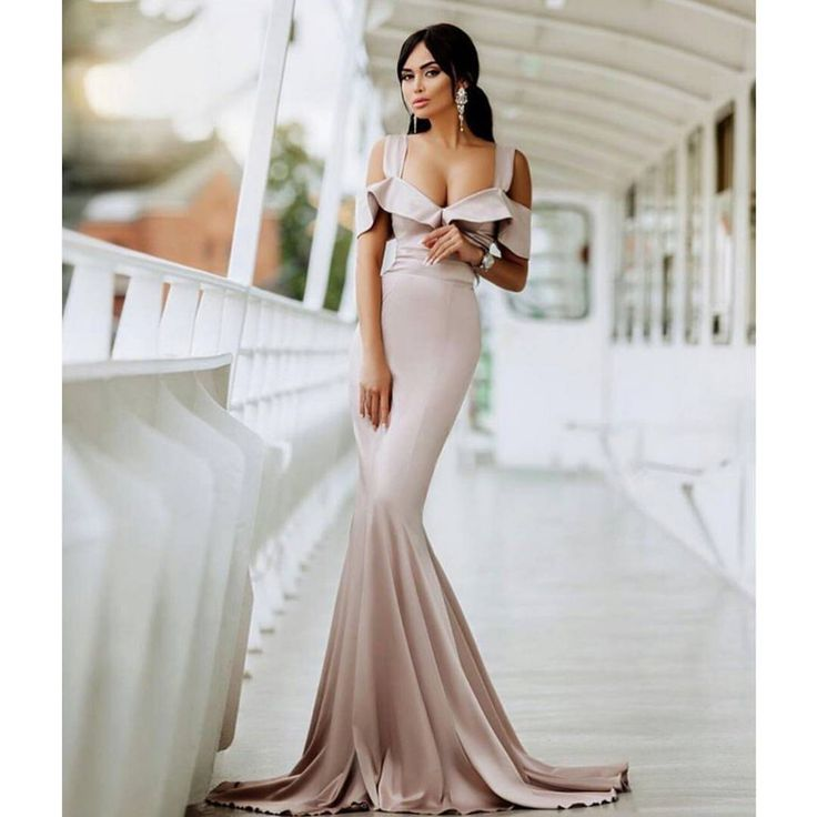 329 отметок «Нравится», 13 комментариев — Женская одежда/online boutique (@kostumchik) в Instagram: «Шикарное длинное вечернее платье в пол! Невероятно красиво струится по телу, клеш от колена.…»