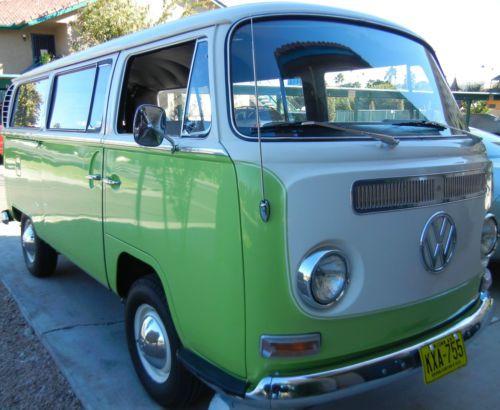1969-Volkswagen-Transporter-VW-BUS Two tone paint