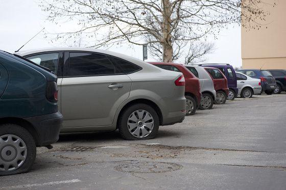 Desiatky áut na Ulici M. Bela majú prepichnuté gumyhttp://www.pnky.sk/aktuality/desiatky-aut-na-ulici-m-bela-maju-prepichnute-gumy/